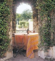 I love this dining hideaway. The vines and the wine and that spectacular table cloth.