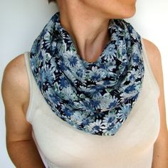 kék virágos körsál sál scarf, looping scarf Fashion, Moda, Fashion Styles, Fashion Illustrations