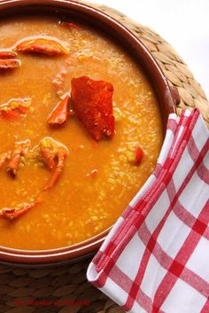 Arroz caldoso con bogavante - Soupy Rice and Lobster receta Spanish Cuisine, Spanish Food, Rice Recipes, Sweet Recipes, Rissoto, Latin Food, World Recipes, Slow Food, Fish And Seafood
