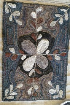 Rug Hooking Designs, Rug Hooking Patterns, Next Rugs, Hook Punch, Floral Rugs, Rug Inspiration, Hand Hooked Rugs, Penny Rugs, Wool Rugs
