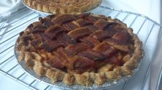 Bacon Apple Pie I'm making this asap Apple Pie Recipes, Apple Desserts, Bacon Recipes, Just Desserts, Frozen Pie Crust, Bacon Dishes, Best Bacon, Chocolate Recipes, Favorite Recipes
