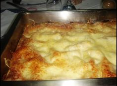 Receita de Lasanha Três Molhos - lasanha e o frango. Use agora o creme branco, salpique azeitonas e cubra com molho de tomate mais a mussarela. Continua alternando as...