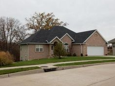 3906 AMARYLLIS CT, Columbia, MO 65203 | 4BR/3BA with high ceilings and custom colors! http://www.houseofbrokers.com/p/53/354368