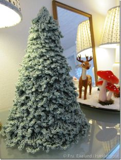 Crochet Christmas Tree. Find instructions at http://www.flickr.com/photos/momcat14c/sets/72157603477752427/with/2115849113/.