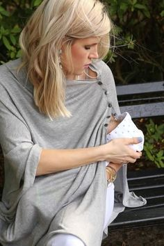Fashion mama shows how stylish and practical Seraphine's nursing cover can be! #maternity #nursing