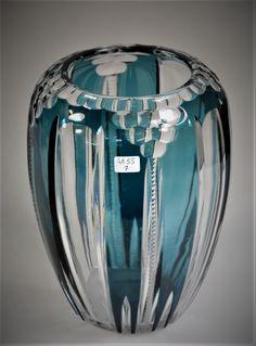 Val-Saint-Lambert vase 'Aberdeen' - Cristal clair doublé bleu-pétrole, taillé de côtes plates, de filets dentelés sur le corps et des facettes martelées/nid d'abeilles sur le bord/épaule du vase - Vers 1929 - H 21 cm.