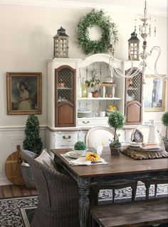 French Country Style Dining Room That cabinet with the unpainted doors is fabulo. - French Country Style Dining Room That cabinet with the unpainted doors is fabulous! Farmhouse Chairs, Farmhouse Dining Room Table, Shabby Chic Dining, Dining Room Table Decor, Dining Table Design, Dining Buffet, Tuscan Dining Rooms, Decor Room, Dining Set