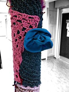 Our first knit bombing assignment around the school Stitches, Knitting, School, Fashion, Loreto, Moda, Sewing Stitches, Tricot, Fasion