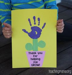 This Thank You for Helping Me Grow craft is a great gift idea for parents and teachers. This Thank You for Helping Me Grow craft is a great gift idea for parents and teachers. Teacher Thank You Cards, Teachers Day Gifts, Parent Gifts, Thank You Gifts, Diy Cards For Teachers, Teacher Appreciation Cards, Thank You Cards From Kids, Nanny Gifts, Mothers Day Crafts