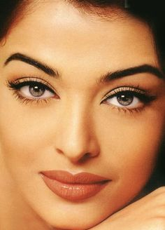 I just love Aishwarya Rai's makeup