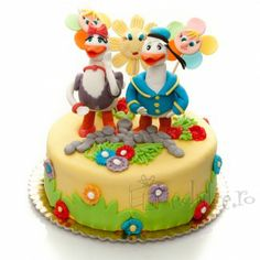 Donald si Daisy Duck din martipan Daisy Duck, Donald Duck, Birthday Cake, Desserts, Food, Tailgate Desserts, Deserts, Birthday Cakes, Essen