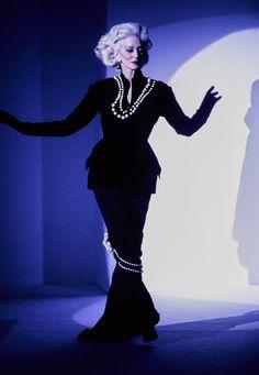Mugler Fall 1995 Couture Fashion Show - Carmen Dell'Orefice