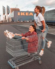 Shopping Goals❤️Tag Your BFF via by laurralucie Francine Gonzales Best Friends Shoot, Best Friend Poses, Cute Friends, Poses With Friends, Friend Beach Poses, Photoshoot Friends, Photos Bff, Bff Pics, Shotting Photo
