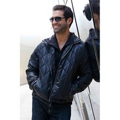 SeV Men's Puffer Jacket is perfect for cooler weather conditions. Style & substance unite! Check out our Xray views at http://www.scottevest.com/v3_store/New_Puffer_Jacket.shtml