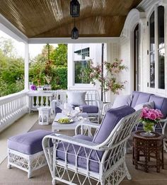 Decorated apartments: see 60 ideas and photos of amazing projects - Home Fashion Trend Porch Furniture, Outdoor Furniture Sets, Style At Home, Pergola, Home Porch, Outdoor Spaces, Outdoor Decor, Peaceful Places, Porch Swing