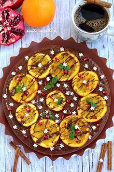 O prăjitură ciocolatoasă, cu blat umed şi arome de iarnă, glazurată cu ciocolată şi decorată cu felii de portocală confiată. Delicios! Pastel, Chocolate Orange, Dessert Recipes, Desserts, Ratatouille, Vegetable Pizza, Favorite Recipes, Sweets, Ethnic Recipes