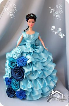 Barbie Gowns, Barbie Clothes, Beautiful Dolls, Beautiful Dresses, Fashion Dolls, Fashion Art, Original Barbie Doll, Barbie Model, Ribbon Work