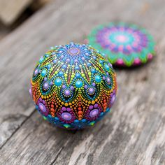 A little colorful stone to brighten up your day ☀️ . . #mandalastones #rockpainting #paintedstones #mandala #mandalaart #mandalarocks #dotart #colorful