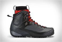 BOTA DE CAMINHADAS - ARCTERYX FOOTWEAR  A marca de roupa para atividades ao ar livre Arcteryx lançou sua coleção de calçados de montanha tecnologicamente avançada.  Veja mais detalhes no site.