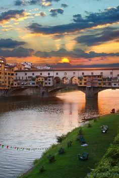 Mesmerizing shot of Ponte Vecchio! #florence #italy #vacation