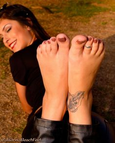 Show Me Your Toe Rings Foot Toe Girls Shoes Wolverine Sexy Feet Sole Footwear Pretty