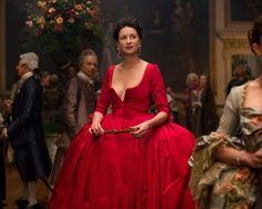 """The costumes on this season of Outlander have been nothing short of spectacular.   27 """"Outlander"""" Costume Secrets You Probably Never Knew"""