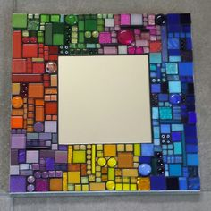 spiegel gemaakt van glasmozaïek. Afmeting ondergrond 30x30 cm. Ook geschikt om buiten op te hangen. Mosaic Tile Art, Mirror Mosaic, Mosaic Glass, Stained Glass, Mosaic Designs, Mosaic Patterns, Mirror Painting, Mosaic Projects, Glass Ceramic