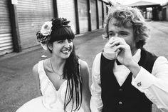 Plastic flowers, glitter and whisky sour - DIY wedding • Amanda & André - Paul liebt Paula   wedding photographer