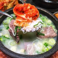 Oh the bliss of finding a warm bowl of soothing Seollongtang or Ox-bone soup when in Seoul!  Its milky collagen-rich broth comes from boiling for many hours and is best enjoyed w/ good kimchi. Thanks @seonkyounglongest for taking us to this 100 years-old restaurant in the heart of Insadong a neighborhood famous for its traditional handicrafts and galleries! #jeaniuseatskorea