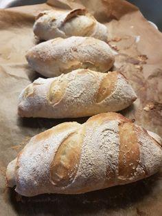 Mini baguette no knead – Ingridzijkookt Pastry Recipes, Bread Recipes, Mini Baguette, Bread Bun, Piece Of Bread, Bread And Pastries, Sweet Bread, High Tea, Bread Baking
