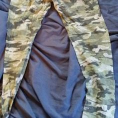 Camou leggings Just as pictured eye candy Pants Leggings