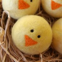 these are so cute! felted chicks. adorbs. i'm taking a class to learn how to make these!