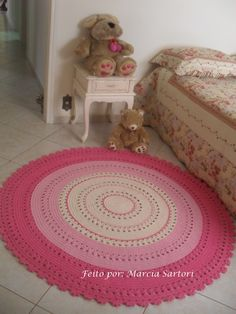 Ok, someone needs to teach me how to crochet, pronto. This blog has a million super cute crocheted rug patterns!