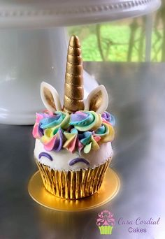 Smash Unicorn Cupcake to match the Cake