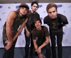 Ashton looks like a Girl Scout>>>This is golden i love this comment>>> hahahahahahahahahahahahahaha