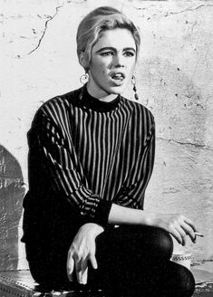 Andy Warhol, Beatnik Style, Poor Little Rich Girl, Edie Sedgwick, Classic Rock And Roll, Style Icons, Superstar, Actors & Actresses, Hollywood