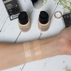 The Ordinary Coverage Foundation Swatches 1.1N Fair Neutral 1.2N Light Neutral