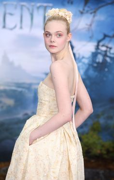 Elle Fanning at the premiere of Maleficent in London. Loving the floral crown!