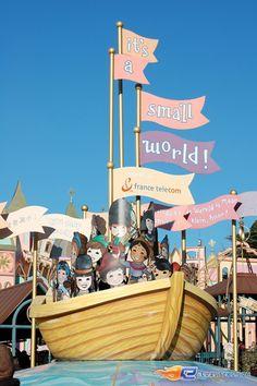1/13 | Photo de l'attraction It's a Small World située à @Disneyland Paris (France). Plus d'information sur notre site www.e-coasters.com !! Tous les meilleurs Parcs d'Attractions sur un seul site web !!