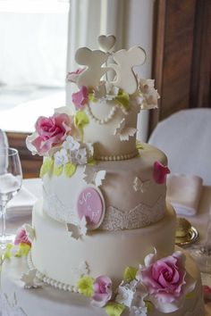 cute little mice and roses wedding cake