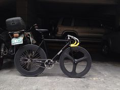 all blacked out fixie bike with yellow handles