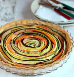 Zucchini, eggplant and carrot tort (Receta de tarta de verduras) in Spanish, I'll have to translate it looks so good! Diner Spectacle, Vegetable Tart, Vegetarian Recipes, Cooking Recipes, Good Food, Yummy Food, Fabulous Foods, Quiche, Food Porn