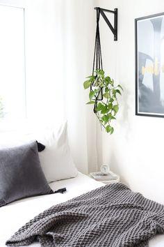 12 IKEA Hacks to Keep Your Houseplants Happy Get more greenery at home, and keep more green in your wallet. - 12 IKEA Hacks to Keep Your Houseplants Happy Ikea Shelf Brackets, Ikea Shelves, Hanging Shelves, Shelves With Plants, Ikea Shelf Hack, Easy Shelves, Room Shelves, Hacks Ikea, Diy Hacks