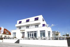 Vesper Hotel in Noordwijk aan Zee, Zuid-Holland. Take your mind off the day-to-day of home life and find a private paradise along the beaches of Noordwijk.