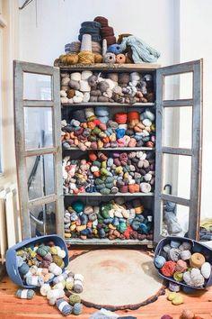 New Knitting Yarn Storage Ideas Knitting Room, Knitting Yarn, Yarn Storage, Craft Storage, Mode Crochet, Crochet Yarn, Craft Room Closet, Yarn Organization, Ideas Para Organizar