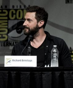 Bearded neck  Richard  Armitage actor  is Thorin in Hobbit : An Unexpected…