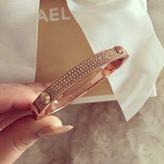 Michael Kors, fashion, and gold εικόνα Handbag Accessories, Jewelry Accessories, Fashion Accessories, Fashion Jewelry, Pink Fashion, Style Fashion, Diamond Are A Girls Best Friend, Bracelet Designs, Luxury Jewelry