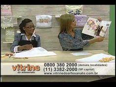 O Vitrine do Artesanato na TV é um programa que estimula a prática do artesanato, para que você tenha um novo hobby, uma forma alternativa de renda ou, simpl... Bordado Floral, Youtube, Floral Embroidery, Ribbon, Knitting, Crafts, Tv, Silk Ribbon Embroidery, Embroidery Stitches