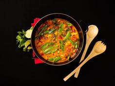 This vegan sweet potato curry is bursting with great flavors and very easy to make. For me, the perfect dish for a busy week night.