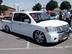 lowered nissan titan | Dropped Nissan Titan